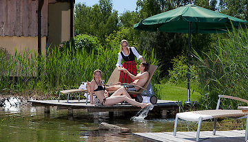 Relaxen am Naturbadesee im Hotel Riedlberg